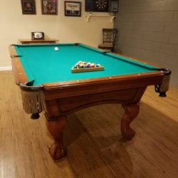 Beringer 8' Slate Pool Table with Light